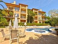 Family Friendly Ground Floor Luxury Condo close to Beach Club at Los
