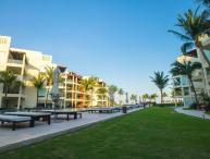 Private 2 bedroom condo with Private Beach Club