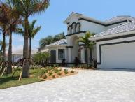 2013 completed beautiful Villa-Illuminated pool-Luxury furnishings-Bar-Boating dock-5 bedrooms