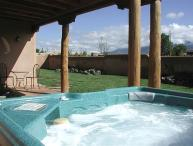 Luxury 3 master bedrooms Private Enclosed Yard Hot Tub Great Views Wifi