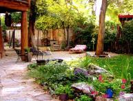 Adobe Arboleda Taos Town, Secluded, Fenced Yard Hot Tub 2 Master Bedrooms