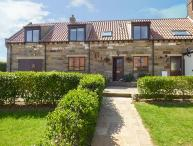 AIRY HILL FARM COTTAGE, traditional cottage with WiFi, enclosed garden, off road parking, pet-friendly cottage in Whitby, Ref. 915190