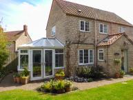 CASTLE VIEW, pet friendly, character holiday cottage, with a garden in