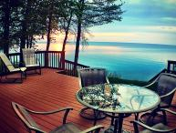 Sunsets Peaceful Cottage on Lakefront