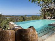 Casa Alegria- 5 bedroom Tropical home w/ ocean views and walk to beach