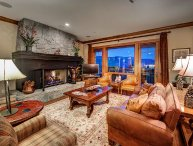 Incredible 4BR Platinum Rated Ski In/Ski Out Hummingbird Lodge Residence