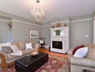 2 Bedroom Apartment in Heritage house just steps to the Marina