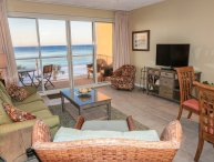 Beachfront - Renovated 2BR/2BA -Free Beach Service