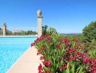 Beaucaire Gard, apartment 5p. comfort, big garden, pool,