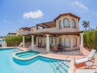 Villa Flamboyant with pool tierra del sol