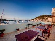 Seaside studio apartments for rent, Vis island