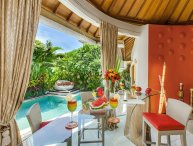 Funky and colorful villa Sun. Walk to the beach.