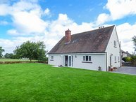 LEAHAY, lawned garden, pet-friendly, ground floor bedrooms, short walk to pub, Matlock, Ref 937824