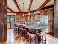 Spectacular Mountain Lodge in Quiet & Private Peak 8 Neighborhood