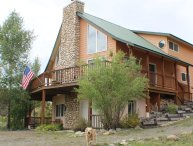 Creekside is a relaxing, pet-friendly vacation home located in downtown Pagosa Springs.