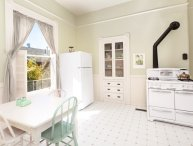 CHARMING 1 BEDROOM APARTMENT IN ALAMEDA
