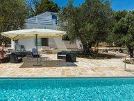 Pretty holiday house with pool for 4 persons located on a large Ulivenhain, near