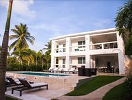 The Haven - Poolside Level of Private Tropical Sanctuary