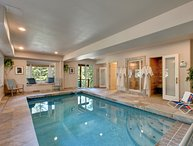 Splendid Lodge with an indoor pool, hot tub & more