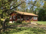 Walden-Deluxe 1 BR Riverfront Cabin with Hot Tub on 54 River Front Acres
