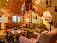 3BR Cabin, Open Floor Plan, 4 Miles to App Ski Resort, Pool Table, Hot Tub, 2 Living Areas, Wood Burning Fireplace, Close to Boone, Blowing Rock, Blue Ridge Parkway