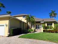 Sunset Heaven 4BR canal front pool home - walking distance to St. Armand's