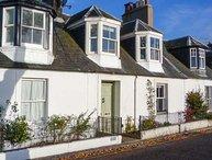 10 DOUGLAS ROW, three bathrooms, woodburning stove, WiFi, Inverness, Ref 945169