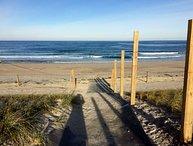 Blocks from Boardwalk Beach and Pet Friendly!