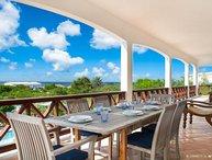 Luxurious 5 bedroom villa overlooking the ocean