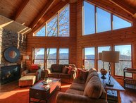 Upscale 3BR Cabin perched on a Mountainside between Banner Elk and Beech Mtn