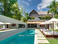 Villa Elegancia By Bali Villas Rus-LUXURY, MODERN n PERFECT LOCATION of Seminyak