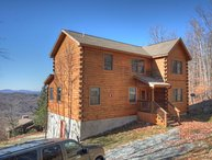 Charming 4BR/4BA Log Cabin on Beech Mountain with Long Range Mountain Views, only a mile from the Slopes