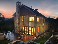 Exquisite Lodge w/ Stunning Panoramic Views, Privacy & Winter Shuttle Service