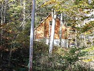 Hidden Valley, wooded, w/rock wall, hot tub, close to zip lines,firepit,gameroom