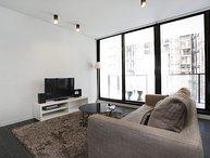 Modern Docklands 1 bedroom apartment!