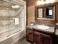 Radium Hot Springs, Bighorn Meadows Resort 1 Bedroom Condo
