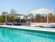 Brand new villa, pool, jacuzzi, BBQ, 5 mins to San Antonio