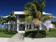 5 bedroom villa with 2 private docks in Grand Bahamas
