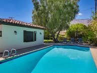 House with Large Yard&Pool inCentral Palm Springs!