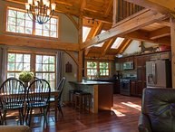 Stunning custom private post & beam,Hottub,Grill,Pool Table & Foosball Table WOW