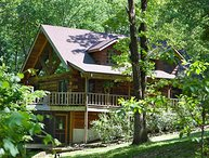 Secluded LogCabin in 40 wood acres , Pool Table, Foosball table,Pingpong, HotTub