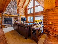 Overlook Lodge Sleeps 20 in beds