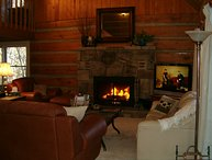 3 bedroom LOG cabin QUAILS RETREAT! Free Wi-Fi