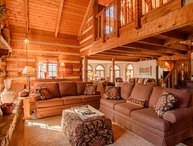 5BR Mountain Lodge, 3 Living Areas, Kitchen, Wet Bar, Hot Tub, Pool Table, 2