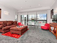 Airconditioned Spacious Two Bedroom Apartment on 13th floor with Views of the City