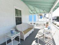 Gresham - Classic top floor beach cottage. Sleeps 6.