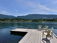 Lake Cowichan 4 Bedroom Home with Private Dock and Hot tub