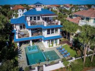 LUXURY GULF VIEW, DIRECTLY ACROSS BEACH W/ POOL!