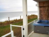 Surfs Up-Oceanfront Condo Hot Tub Open 5/18-19