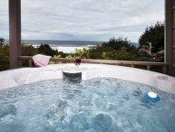 Porthole-Oceanfront w/ Hot Tub Open 8/29-31--$50 Off